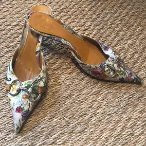 Imperfect Gucci floral mules